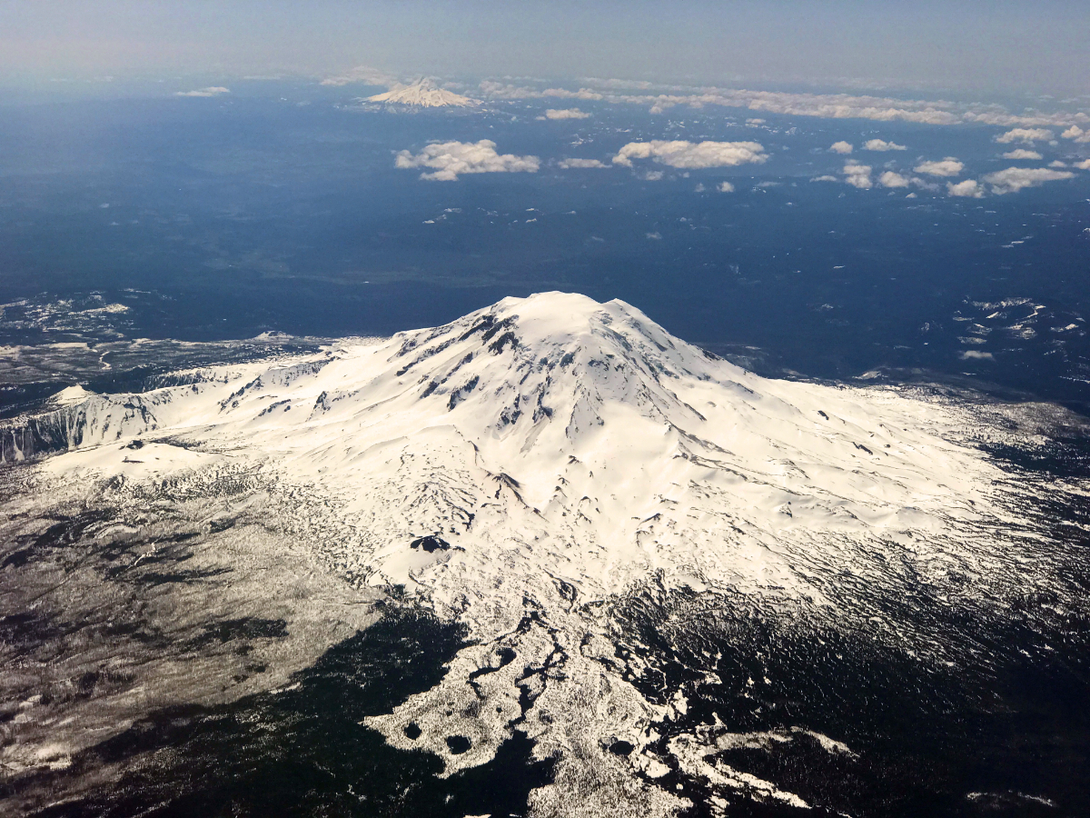 mt_st_helens_from_plane_1200x900.jpg
